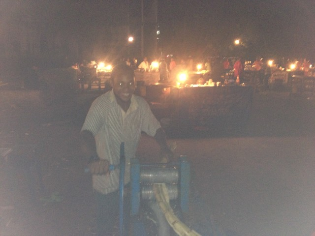 Not the best photo, but here you can see how sugar cane juice is made